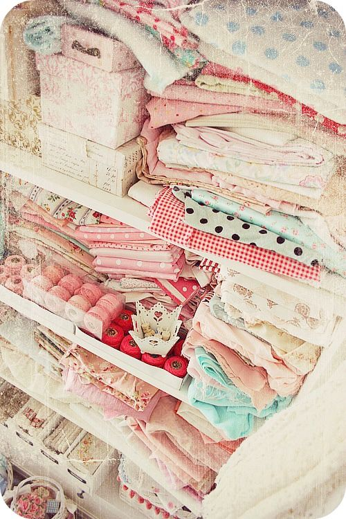 more prettiness: Dreamy Fabrics, Colors Appeal, Tidi, Crafts Rooms, Shabby Chic, Craftroom Editing, Pink Fabrics, Shabby Dreams, Sewing Rooms