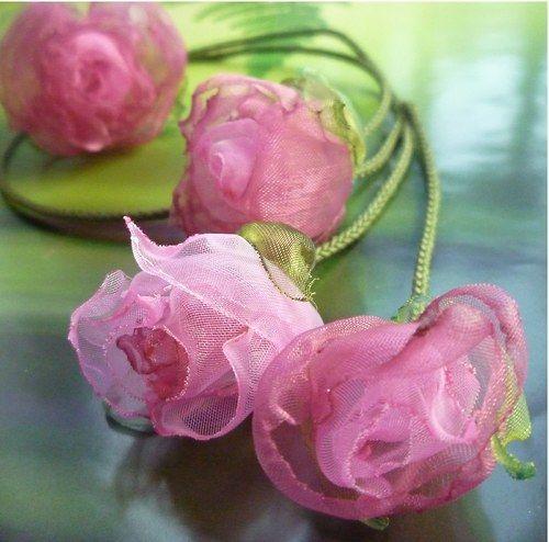 Růžové  pivoňky na stonku - náhrdelník