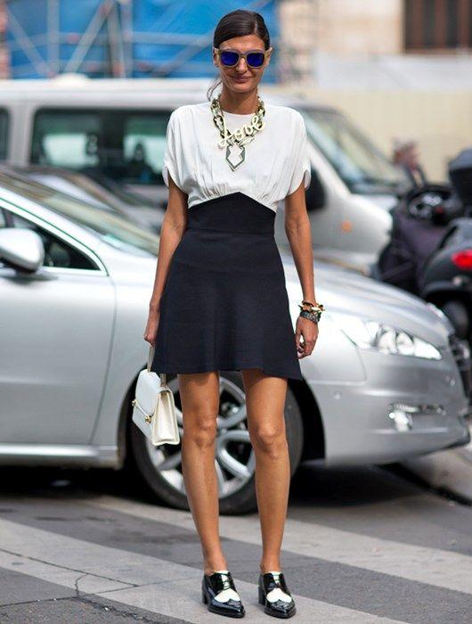 El zapato masculino triunfa... Complemento ideal para conjuntos superfemeninos.