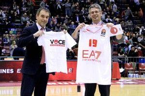 Prosegue la partnership tra il mondo del volontariato e Olimpia Milano. Giovedì 30/01 L'EA7 Emporio Armani ha donato una maglietta ed un pallone per un'asta solidale