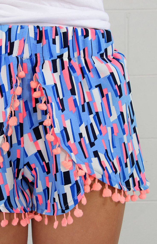 cute geometric print shorts w/ pompom tassels