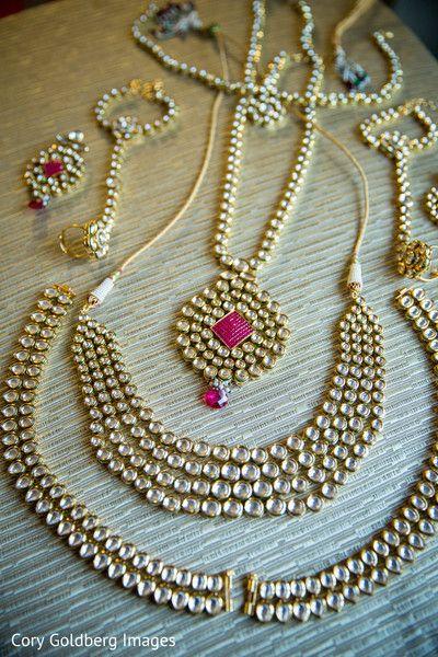 Beautiful  bridal jewelry set photography.