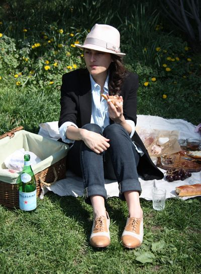 picnic style: grass, fed girl: Dad, Summer Picnic, Picnics Hats What S, Blazer, Ahh Picnic, Company Picnic, Outfit