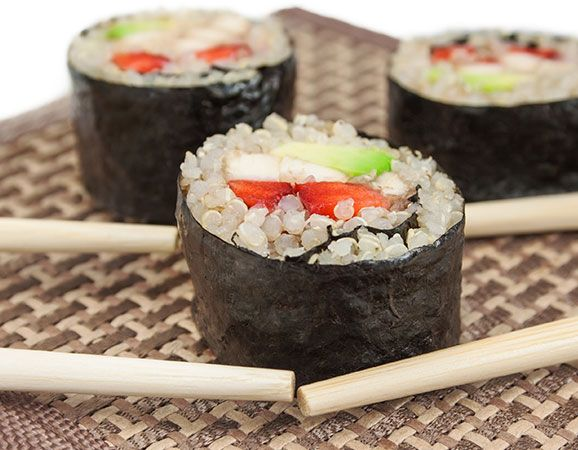 Sushi de quinoa con aguacate y salmón - Quinoa recetas