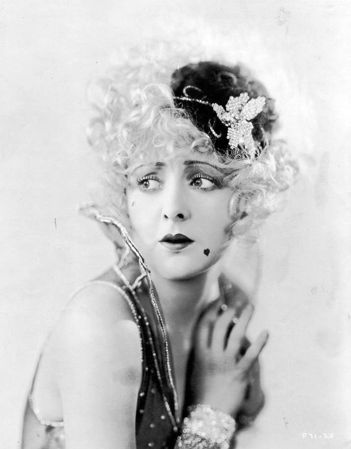 Billie Dove in 1932′s Blondie of The Follies