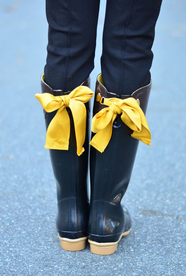 Invest in some good rain boots | #levostyle http://www.levo.com/articles/fashion/how-to-dress-professionally-when-its-raining-outside-2 Joules rain boots
