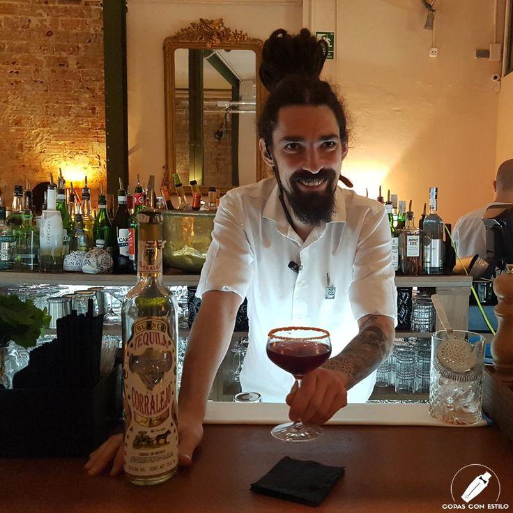 """El gran bartender Fernando Gómez nos presenta su sugerente y sabroso cóctel """"La Gran Manzana de Tijuana"""". Tiene pinta de que nos va a sorprender…    #CopasConEstilo #Bartender #Cocktail #Coctelería #Cóctel #Cócteles #Madrid"""