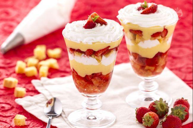 Il trifle è un dolce al cucchiaio fresco e goloso, di origine inglese, semplice da preparare e di grande effetto.