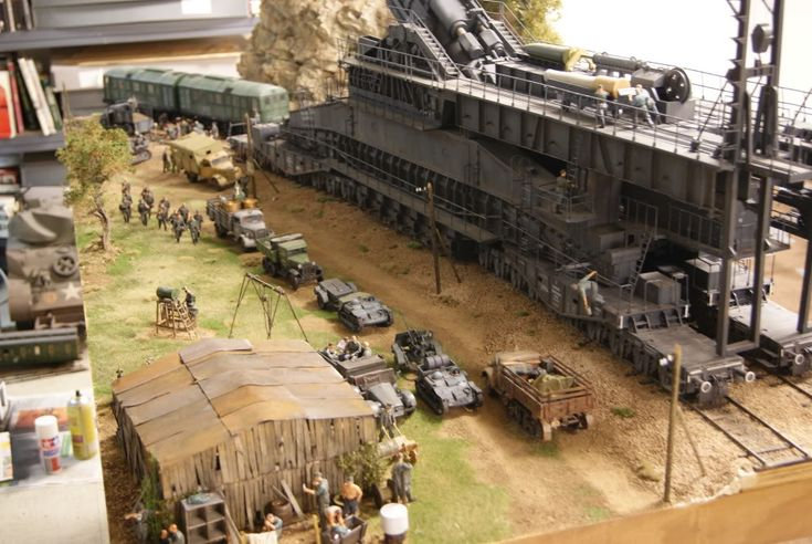 Absolutely stunning 800mm Dora rail gun in 1/35 scale - the detail and various little scenes within the scene are fantastic | Military Modelling www.militarymodelling.com