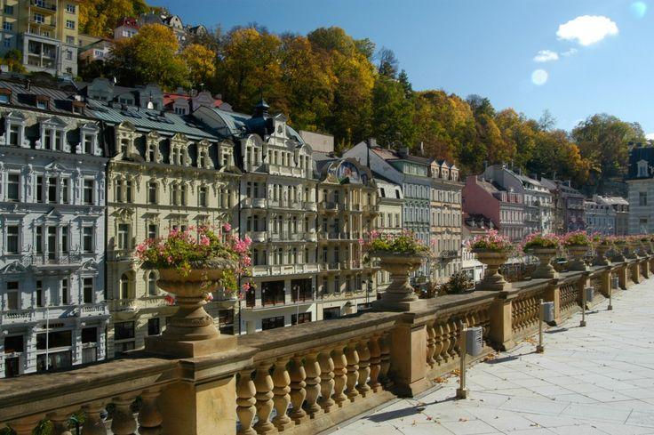Bohemia – lázně, a. s., Karlovy Vary zodpoví všechny otázky Mezi nejčastější otázky zájemců o léčbu v Karlových Varech patří ty o vhodnosti lázeňské léčby na jednotlivé diagnózy, délce pobytu, ubytování, stravování, pitném režimu, výběru procedur, jejich účinku a délky trvání, hrazení lázeňské péče a vhodnosti pobytu s dětmi. Přinášíme odpovědi na tyto otázky od akciové společnosti Bohemia – lázně, Karlovy Vary, která zajišťuje tradiční karlovarskou léčbu.