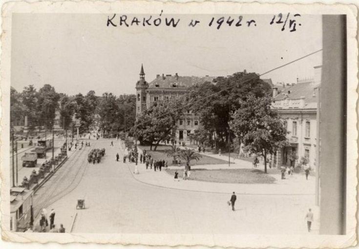 12 czerwca 1942. Okolice dworca kolejowego - widoczna ulica Lubicz, Pałac Wołodkowiczów (obecnie poczta)