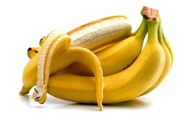 Banánová šupka na sedačku Vnútornú stranu banánovej šupky môžete použiť nielen na dosiahnutie lesku listov na izbových kvetinách, ale aj na leštenie striebra a poťahov kožených sedačiek.