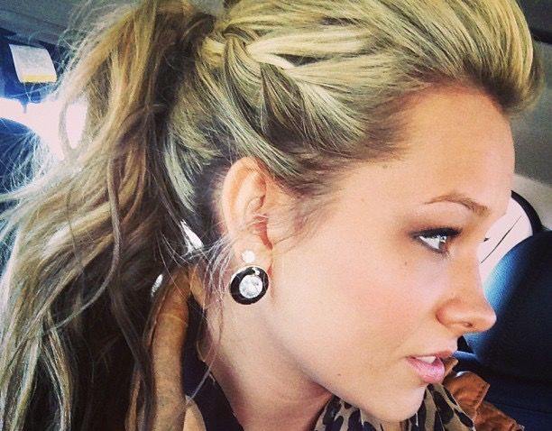 10 Times Taylor Dye Killed The Hair Game...she knows what she's doing!  #Maddie&Tae #CountryFest2016 www.countryfest.com