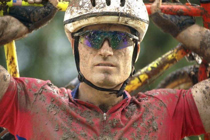Bicicletas de ciclocross vs. bicicletas de pista. Sólo fue cuestión de tiempo antes de que los fanáticos de la bicicleta de montaña y que los competidores de la bicicleta de pista unieron fuerzas. Cuando el clima que rodea al país se vuelve frío y húmedo y termina la temporada de ciclismo de pista, ...