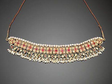 An Indian gem-set enamelled gold Choker ( guluband ). Jaipur, 19th Century