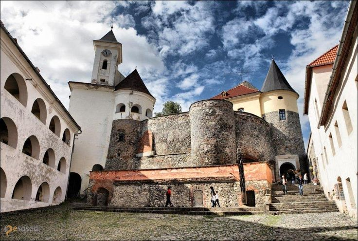 Замок Паланок – #Украина #Закарпатская_область #Мукачево (#UA_21) Средневековый замок, в котором сейчас находится исторический музей  ↳ http://ru.esosedi.org/UA/21/1000016578/zamok_palanok/