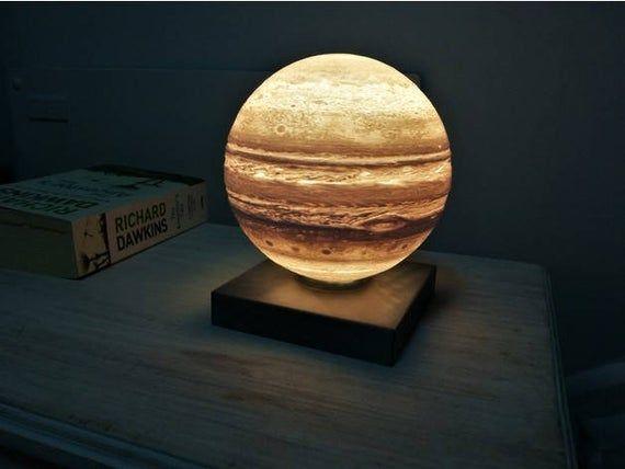 Lampe De Nuit De Planete Jupiter Imprimee En 3d Lampe Lampe De Bureau Moderne L Astrologie Cadeau Pour Elle Lui Systeme Solaire Creche Espace Theme In