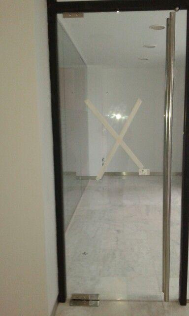 Cristaleria visega puerta de cristal para oficina con for Puertas de cristal para oficina