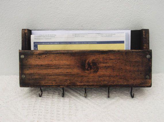 Soporte de correo de madera rústica y ganchos para llaves, pared montaje madera correo Caddy, Caddy correo madera, receta organizador, caja de letra