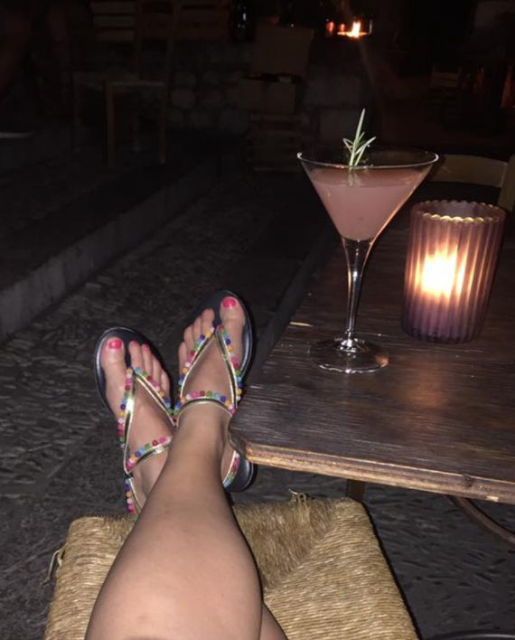 Our pompom sandals loving the cocktails #pompomsandals  #perfectsummersandals #interchangeableshoes #traveltheworldinshoesyoulove #slinks