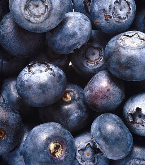 Fekete áfonyaAz áfonyában található ellagsav segíti a tápanyagok szállítását a bélrendszerben, a gyümölcs savtartalma serkenti az emésztést, nem beszélve a rostokról, melyek szintén támogatják az emésztőrendszer hatékony munkáját.