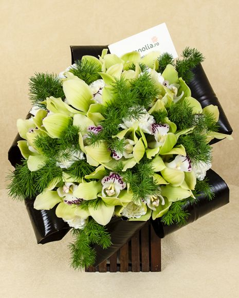 An elegant and exotic bouquet with resistant flowers, created by Magnolia florists. The bouquet is made of: cymbidium orchid, carnations and umbellatus.