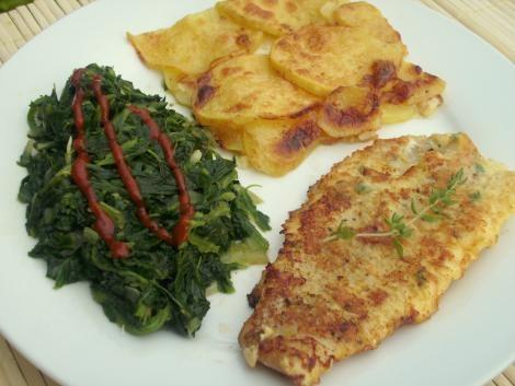 Seelachsfilets in Parmesan-Thymian-Eihülle mit Blattspinat und Kartoffelgratin #Rezept