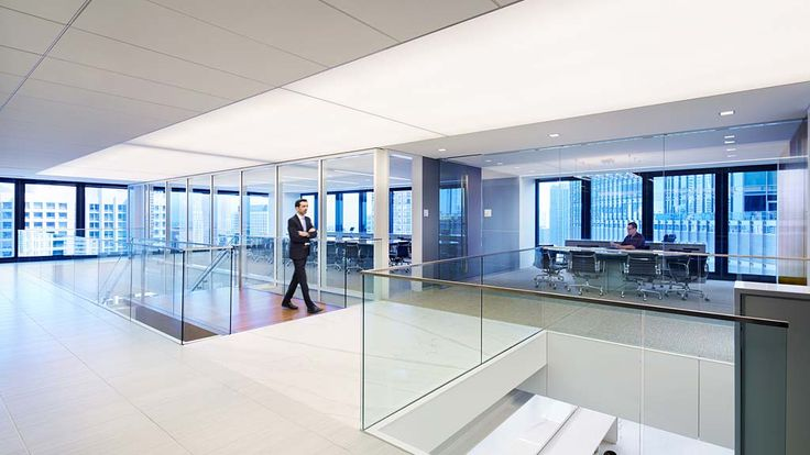 In this legendary Mies van der Rohe-designed building, law firm Latham & Watkins renovated its Chicago office to reflect its world-class practice...