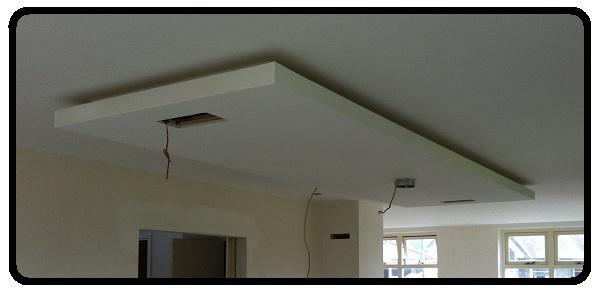 Plafondeiland boven vrijstaande keuken. Indirecte verlichting, directe 'down-lights' en afzuigkap zijn i'm het ontwerp opgenomen... Kan volledig in bestaande woning worden toegepast. Dit voorbeeld is van kort voor de eindafwerking en oplevering