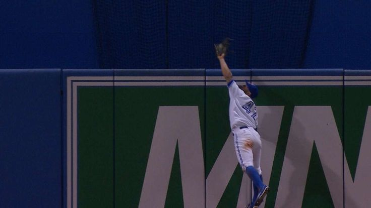 Blue Jays Kevin Pillar's incredible catch