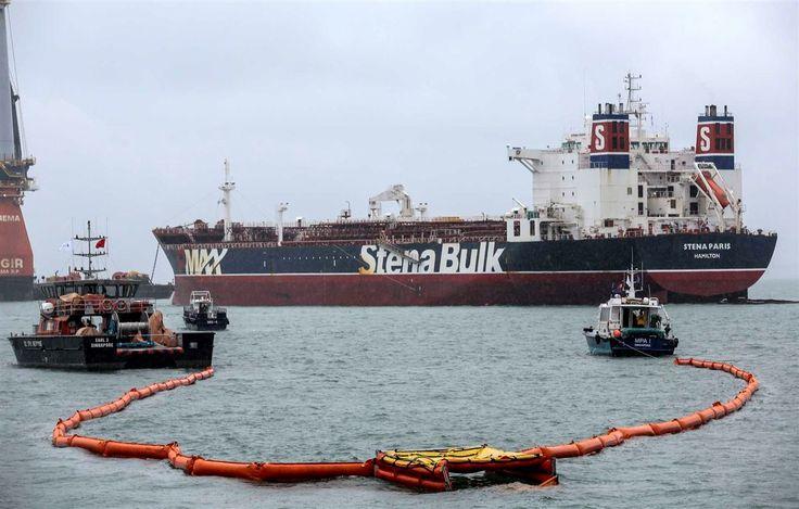A colisão de um navio de bandeira de Singapura e outro registado em Gibraltar nas águas do sul da Malásia provocou um derrame de 300 toneladas de petróleo.