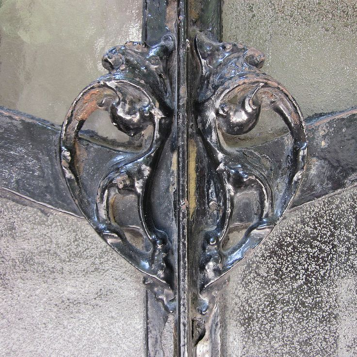 Art Nouveau ornament on glass - Hector Guimard