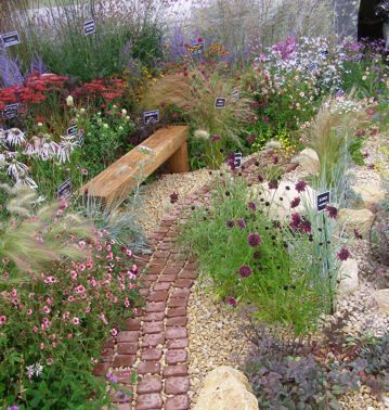 cute paving cobbles and gravel cottage garden