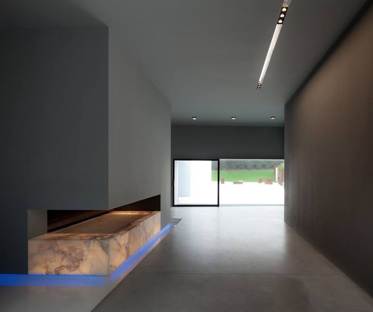 Great setting with: Nothing 86 ► http://bit.ly/2m7d6iC #design Ernesto Gismondi Pad 80 ► http://bit.ly/1xhtSol design Carlotta de Bevilacqua Atelier Eera, Cavaion veronese (Italy) | Project by Arch. Alberto Salvadori | © Marco Zanta