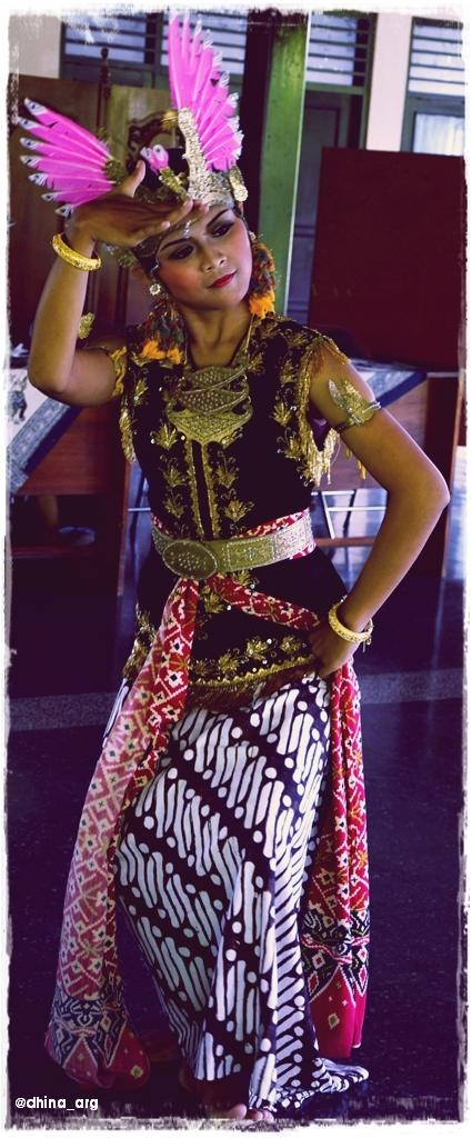 An Indonesian lady with her full Javanese traditional costume and make-up, danced for me.    It was perfect. She was lovely.