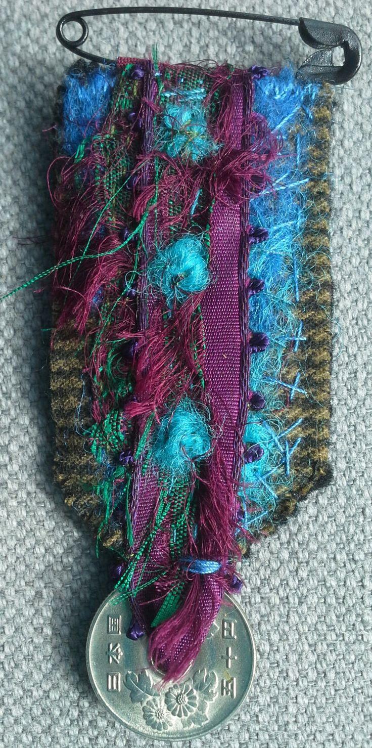 Broche/Médaille textile от VeronikB на Etsy