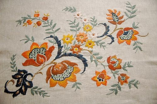 Beautiful vintage inspired flowers stitched by Sabine. http://andstitches.blogspot.nl/2013/03/vintage-inspired-flowers.html
