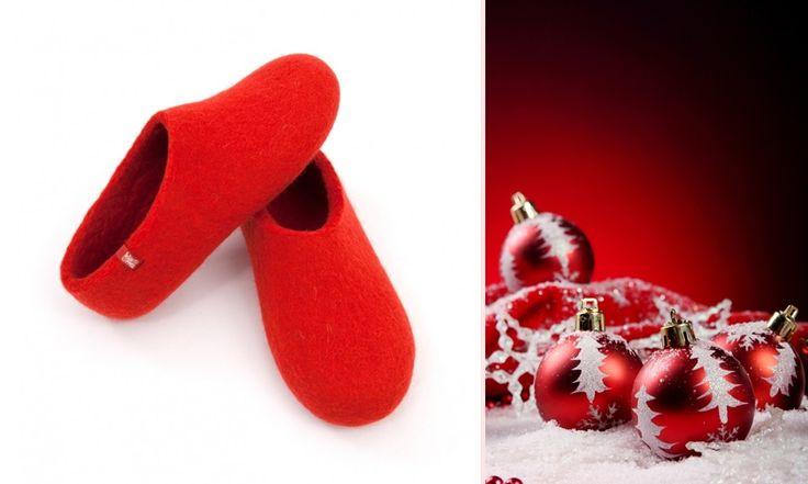 Wooppers Christmas Red! Simply beautiful! http://www.cforcrafts.com/products/moda/papoytsia/lianiki/wooppers-basic-kokkino