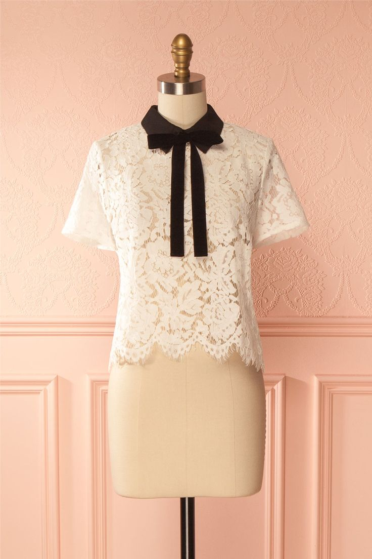Sothida #boutique1861 /  Adding a touch of refinement to your everyday outfits has never been so easy thanks to this top, decorated with a black velour ribbon that you can either tie into a cute bow, or leave loose. It has a zipper up the back, making it easy to slip on. The white lace is slightly transparent, allowing you to choose whether you want to add a contrasting effect or the illusion of bare skin.