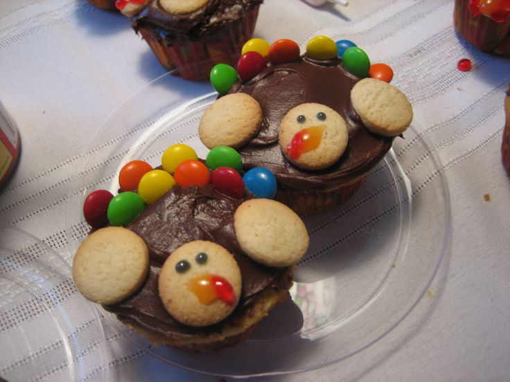 Easy and Cute Turkey Cupcakes from happyhomefairy.com