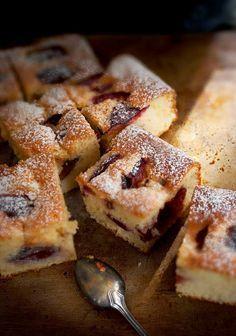 mookies: Ένα απλό κέικ με δαμάσκηνα - Α Simple Plum Cake with Greek Yogurt