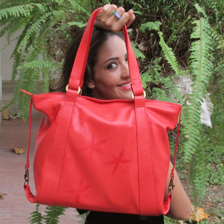 Miren este espectacular bolso rojo de Anina en cuero, disponible en www.anina.com.co o whatsapp: 3215012513