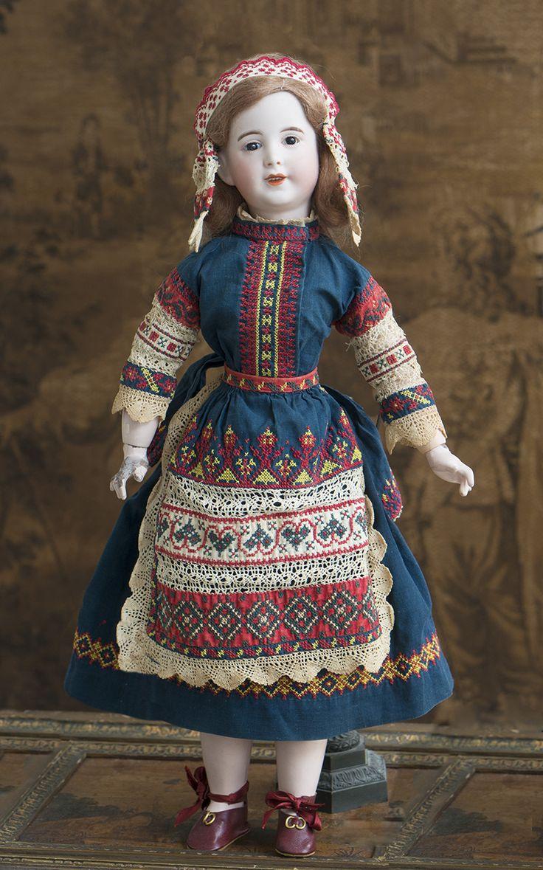 48 см редкая характерная кукла SFBJ в русском костюме от Margaine-Lacroix - на сайте антикварных кукол.