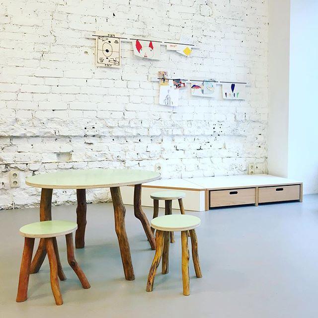 Berlin wood. Berlin made. With love. Table tops available in different colors. * * * #welovewood #naturekids #localmade #baukind #papoq #letkidsplay #kidsfurniture #kindermoebel #kita #lieblingsmoebel