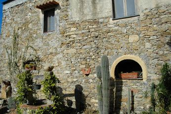 Castellaro (IM), un cortile
