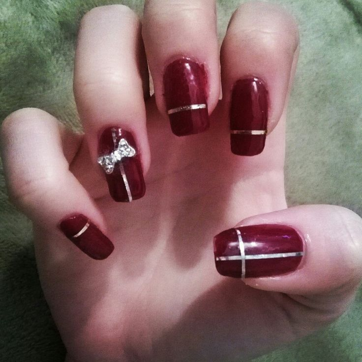 red nails with present design