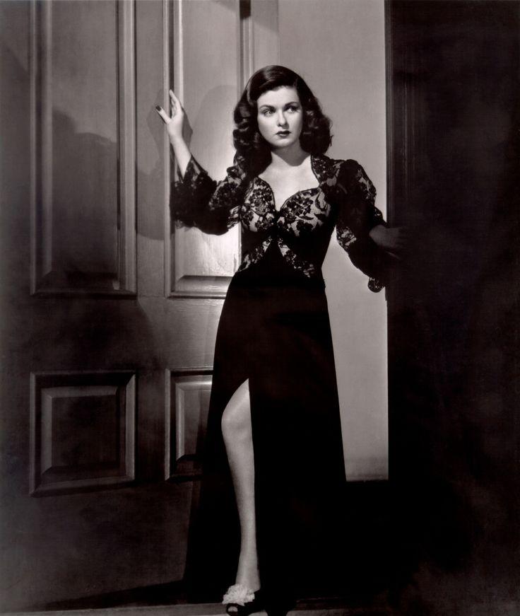 Courtesan: Luxuriant Woman: Scarlet Street: Femme Fatale of Film Noir