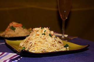 Vermicelli de arroz con camarones y merey