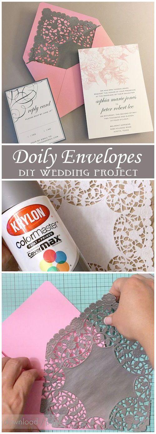 Como hacer sobres forrados para tus invitaciones de boda vintage con un doily o blonda y pintura en aerosol. Cortesía: Download & Print.