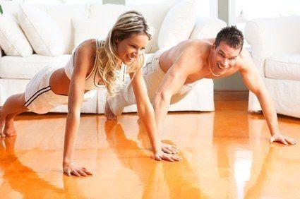Faute de temps, les hommes comme les femmes ne vont plus à la salle de gym ou pour la musculation. Pour compenser cet énorme vide, ce petit plan d'entraîne